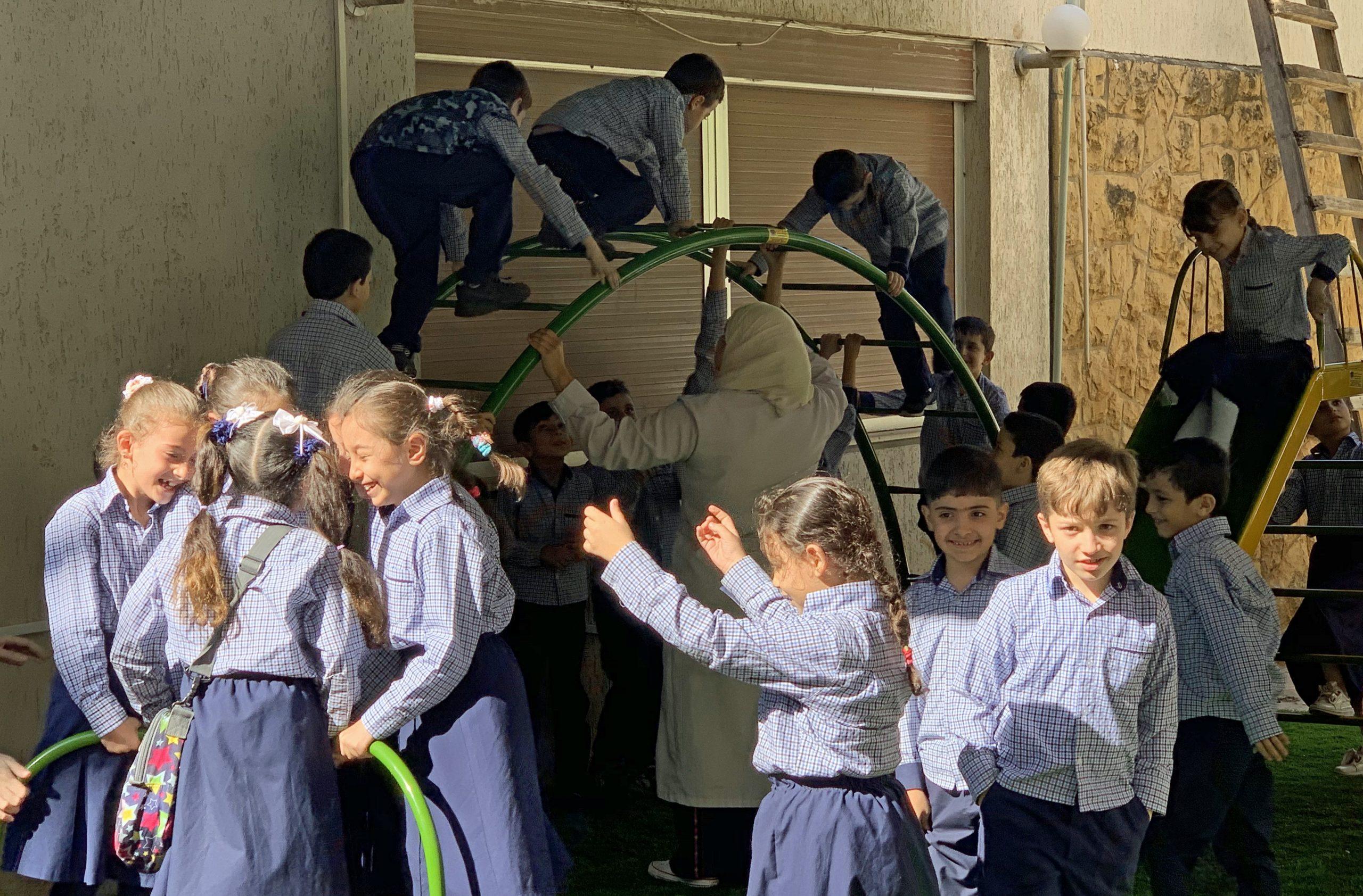 Schule Mädchen Herstellung Out